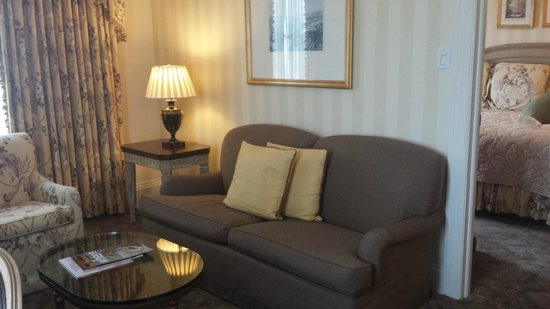 Hotel Monteleone: Suite living area