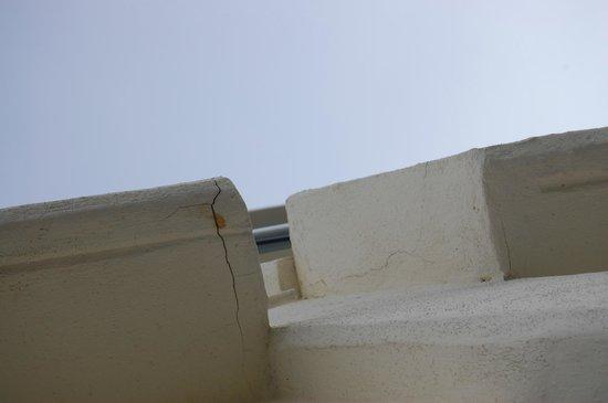 Sunscape Dorado Pacifico Ixtapa: More Balcony Cracks
