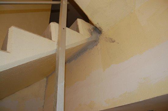 Sunscape Dorado Pacifico Ixtapa: Stairwell earthquake damage