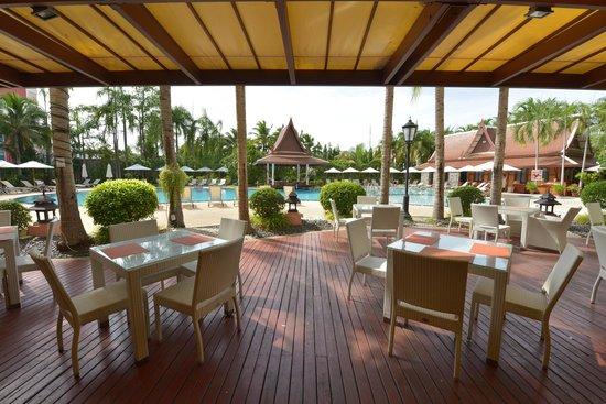 Mercure Pattaya Hotel : Restaurant Terrace