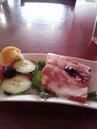 Salmon n' Bannock : Sage smoked wild sockeye salmon, served warm