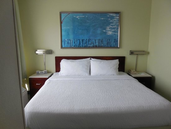 SpringHill Suites Austin Round Rock : King bed