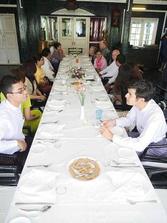 House of Memories Restaurant : Long Table Setup for 20 Guests