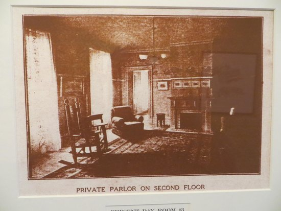 Rogues' Harbor Inn : Room 3 in the 1800's