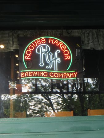 Rogues' Harbor Inn : Try the pale ale!