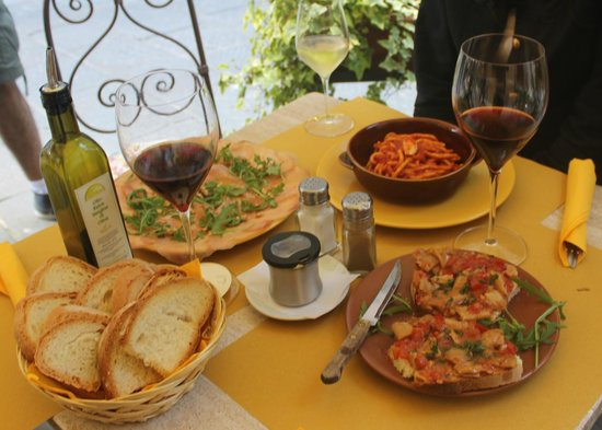Enoteca Bacchus: Food and Drinks