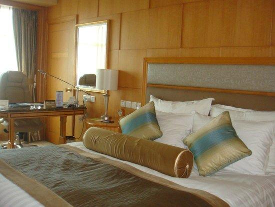 Radisson Blu Plaza Xingguo Hotel Shanghai: Room