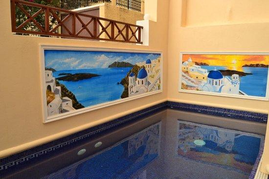 Antonia Hotel Santorini : One of the pools
