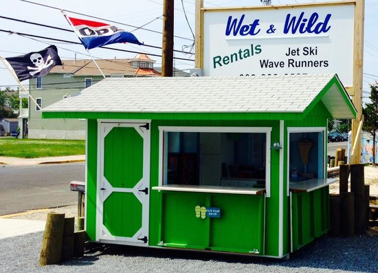 Wet and Wild Waverunner Rentals: Look for the bright green booth in ocean city New Jersey for the best jet skiing in Oc!