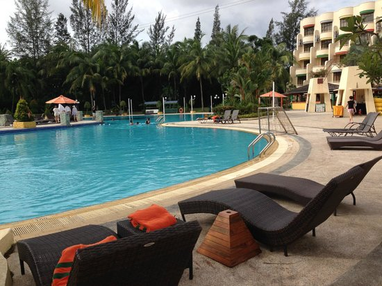 HARRIS Resort Batam Waterfront: big pool, with goal pole