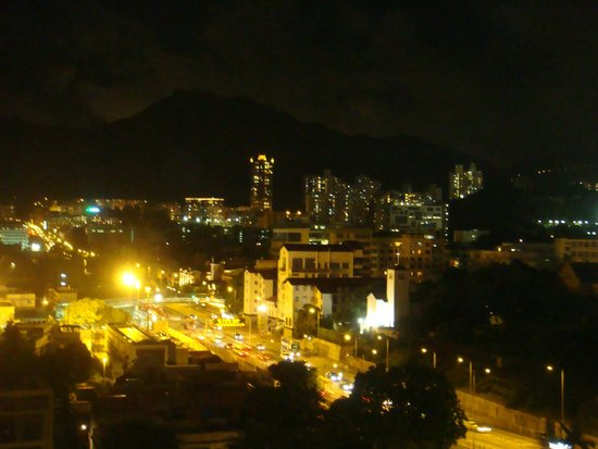 Caritas Lodge: Hong Kong by night