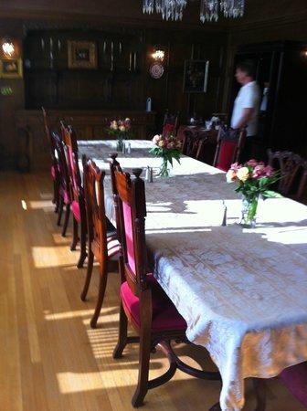 Shafer Baillie Mansion: linens, flowers