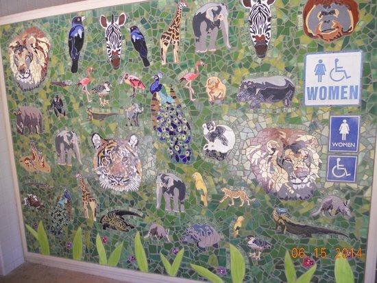 Honolulu Zoo : tile art work
