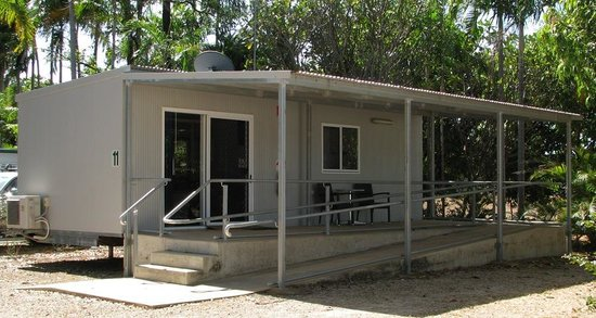 Shady Lane Tourist Park: Cabin with wheel chair access