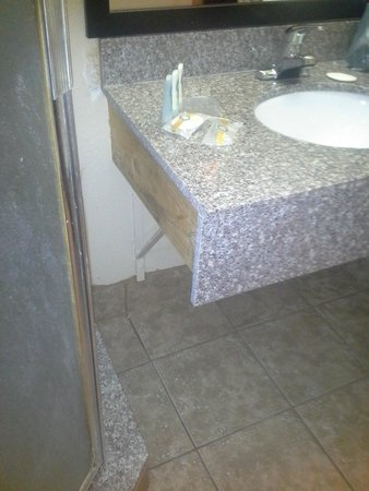 Quality Inn & Suites Escondido : this is the finely finished sink in the bathroom