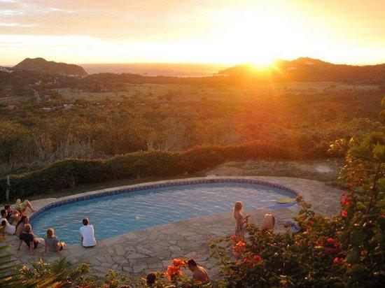Naked Tiger Hostel: Sunset ocean view