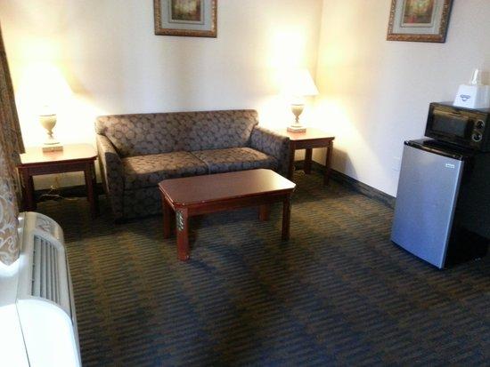 Days Inn Suites San Diego SDSU Living Sitting Room