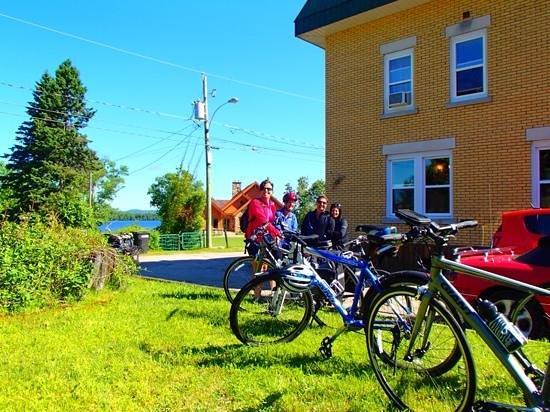 Chez Ignace: pres pour le depart apres avoir récuperé les vélos