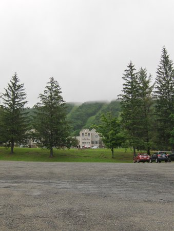 Wyndham at Bentley Brook : ski lifts and hills