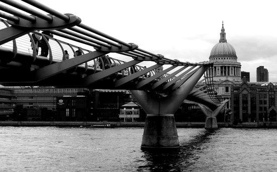 Millennium Bridge - black and white