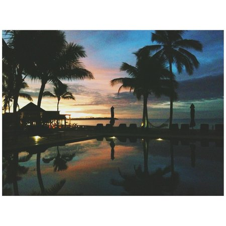 Hilton Fiji Beach Resort & Spa: Sunset over the adults pool