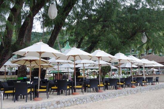 Le Meridien Phuket Beach Resort : Beach restaurant