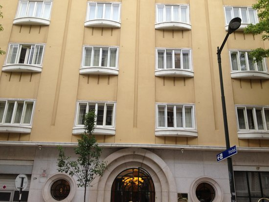 Britania Hotel: exterior of hotel