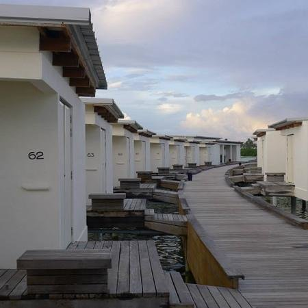 Holiday Inn Resort Kandooma Maldives: Overwater cottages