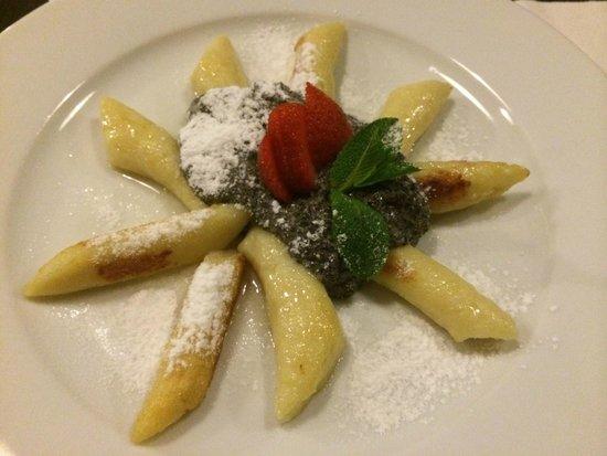 U Kroka : Potato gnocchi with poppy seeds and sugar