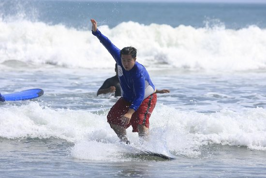 UP2U Surf School Bali : Size shouldn't be a hindrance. Anyone can surf!