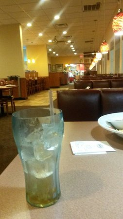 Denny's diner: No one here, so why is my drink still empty?