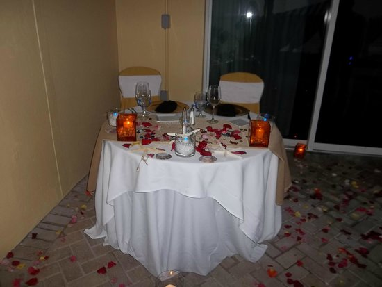 The Shores Resort & Spa : Private Dinner Table