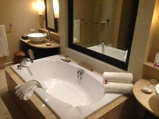 Marriott's Mai Khao Beach - Phuket : Masterbed room toilet