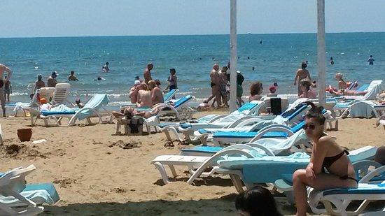 Cesars Resort Side : пляж песчанный