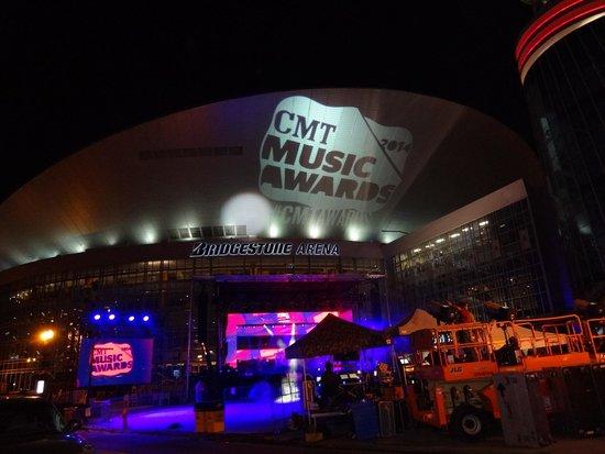 Omni Nashville Hotel: Bridgestone Arena