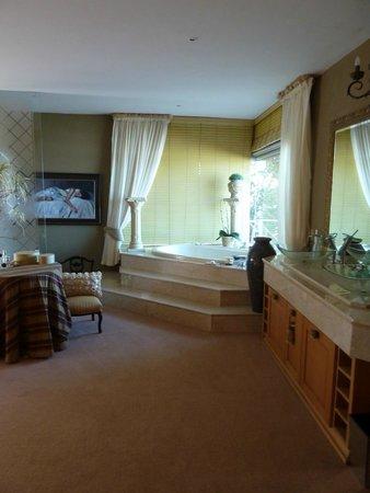 Xanadu Guest Villa: bathroom