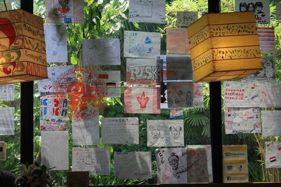 Chengdu Lazy Bones Backpackers Boutique Hostel : The Wall - you can leave your message on it!