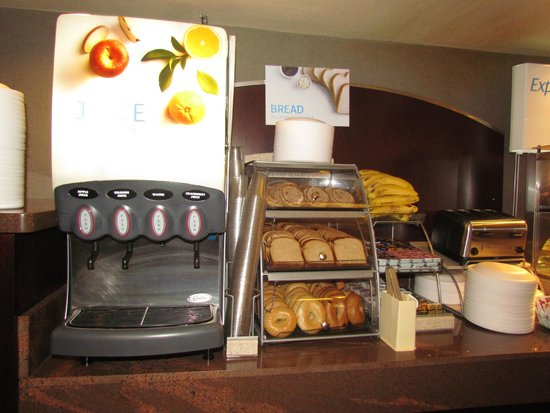 Holiday Inn Express Grand Canyon: juice bar and fresh bread