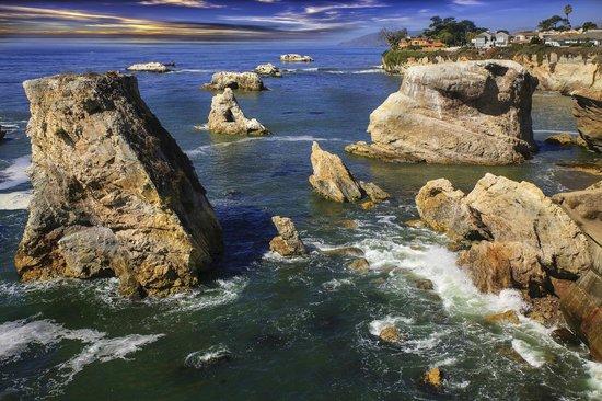 San Simeon State Park: insenature e pinnacoli di roccia nel mare