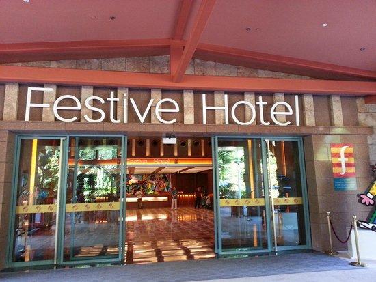 Resorts World Sentosa - Festive Hotel: Entrance