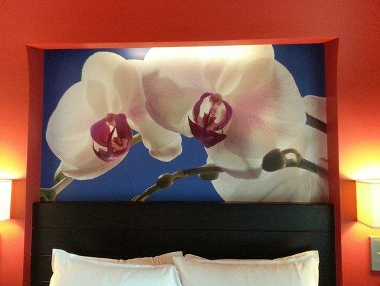 Resorts World Sentosa - Festive Hotel: Bed