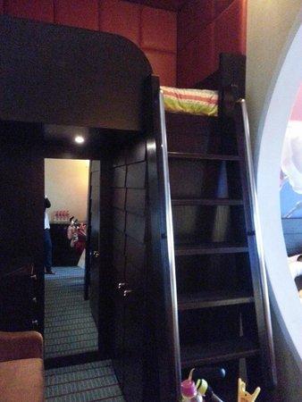 Resorts World Sentosa - Festive Hotel: Loft Bed