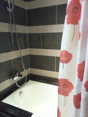Resorts World Sentosa - Festive Hotel: Bathtub