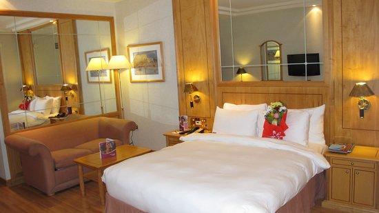 Crowne Plaza Hotel Abu Dhabi: Club Room #1710
