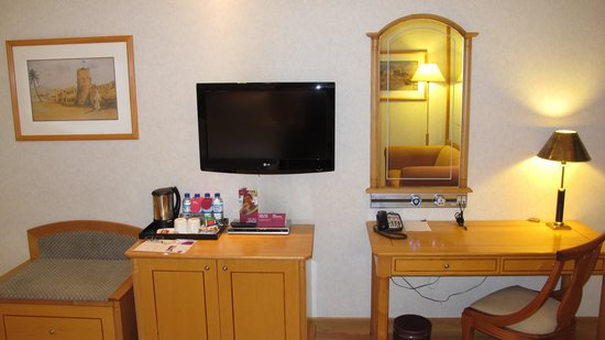 Crowne Plaza Abu Dhabi: Club Room #1710