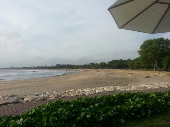 Bali Garden Beach Resort: Beach View in the morning. Was clean