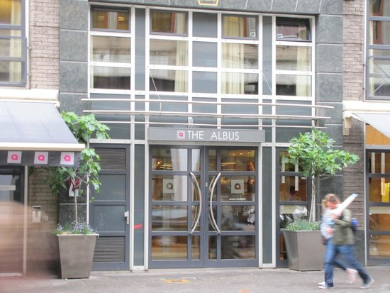 The Albus: Hotel entrance