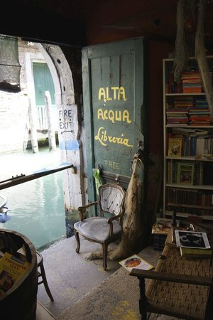 Libreria Acqua Alta: The doorway Heaven