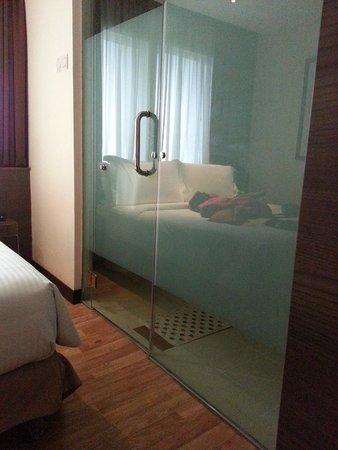 Frenz Hotel: Toilet Door