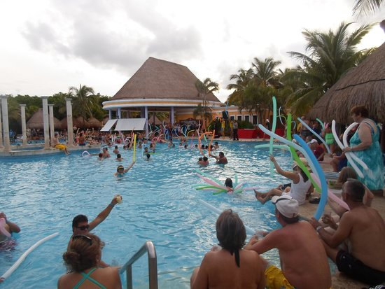 Iberostar Paraiso Beach: animation dans la piscine